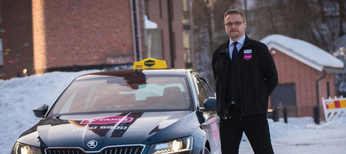 Jytaksin taksiyrittäjä ja Skoda Superb taksi